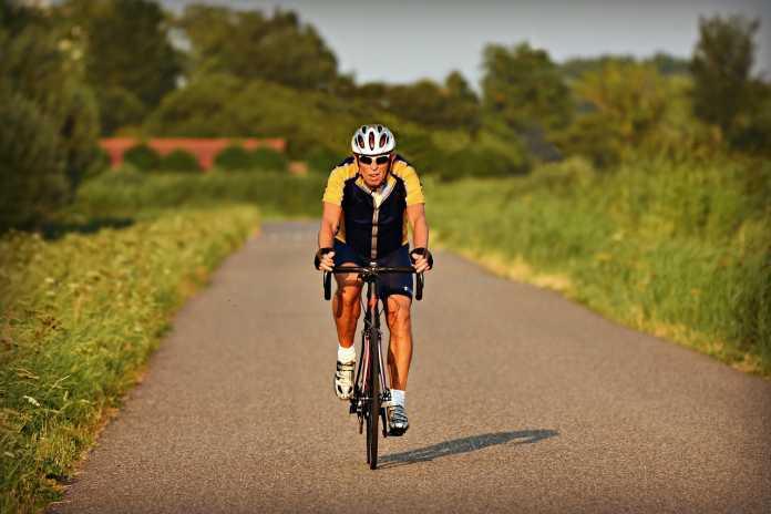 racing cyclist 3562892 1280
