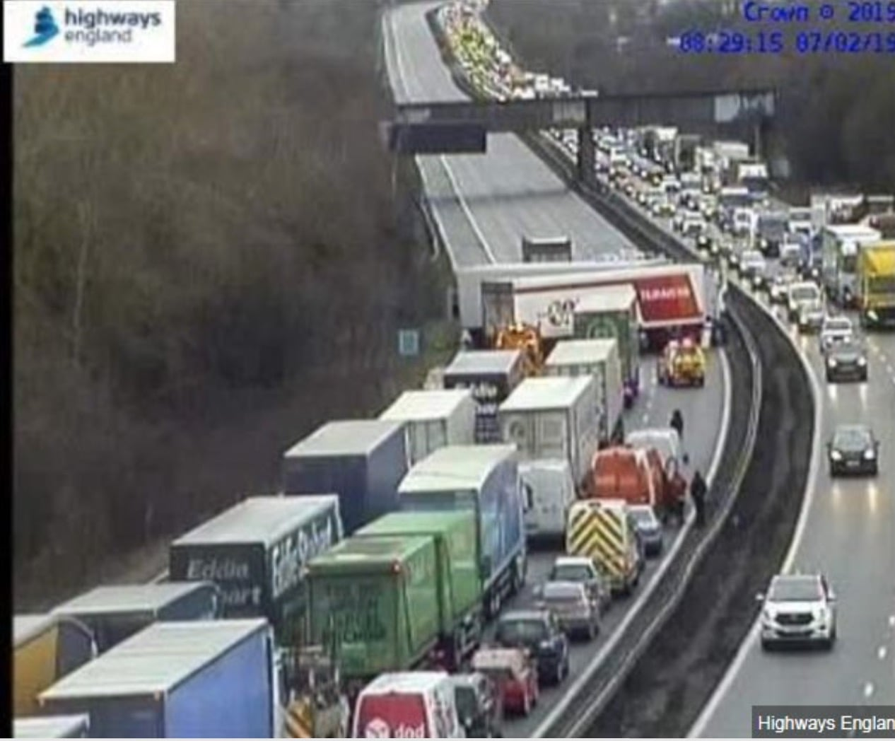 M1: Travel time through accident area 70 minutes - Northbound closed