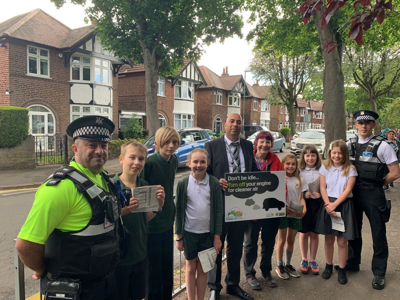 Nottingham School Children Urge Motorists To Switch Off