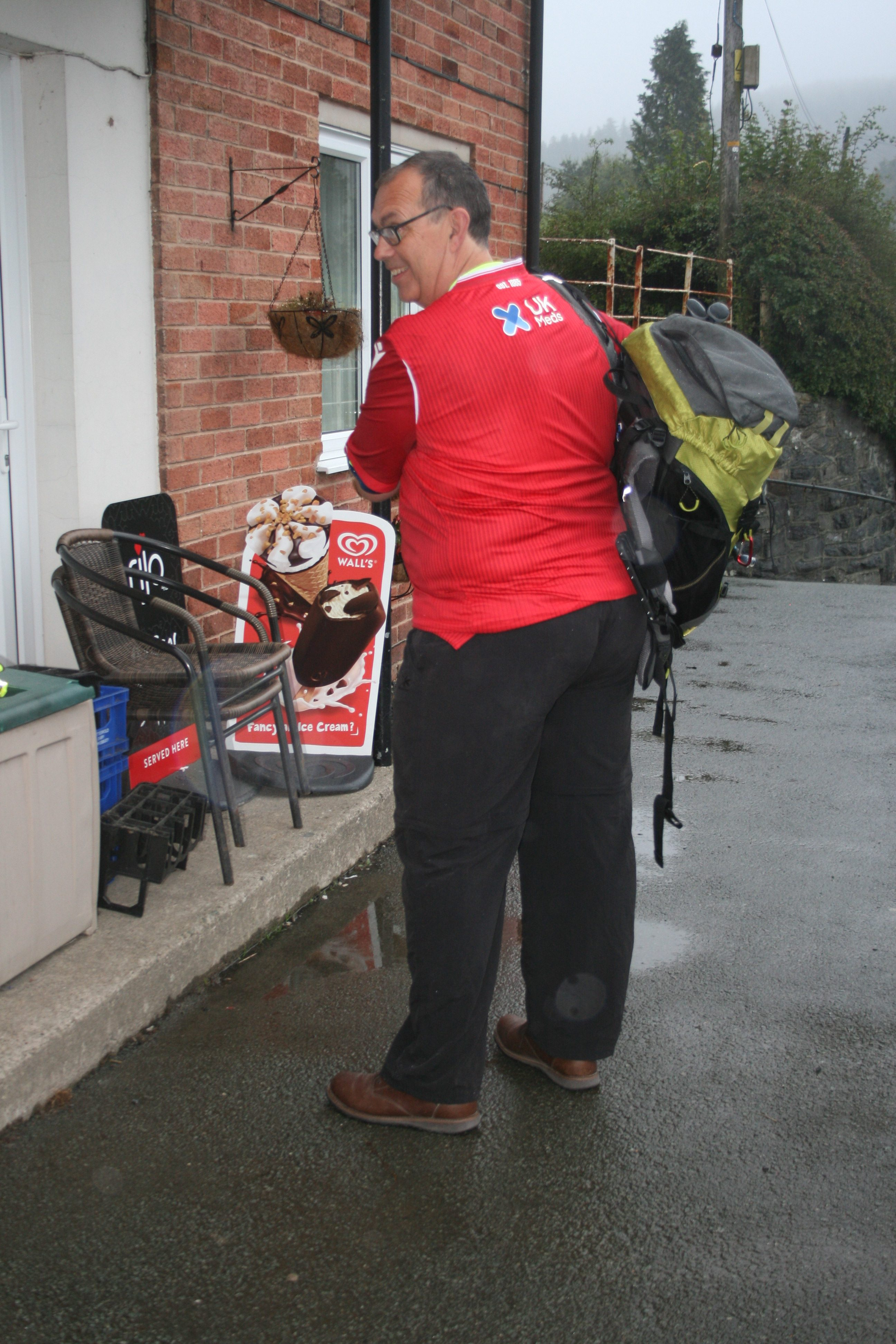 Andrew Johnson setting off on his 165 mile walk from Llanwddyn to Nottingham 2 1 e1568188656515