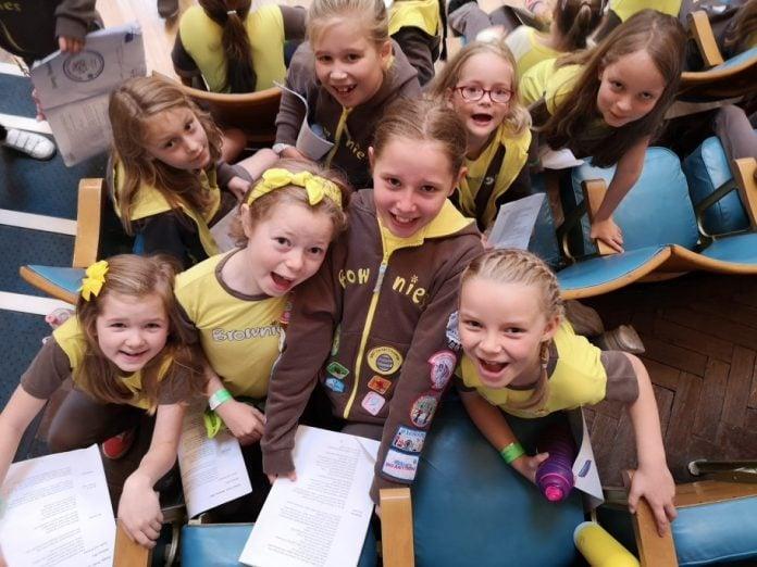 Members of 1st Edwalton Brownies at Girlguiding Nottinghamshires Ginorm... e1570815415582