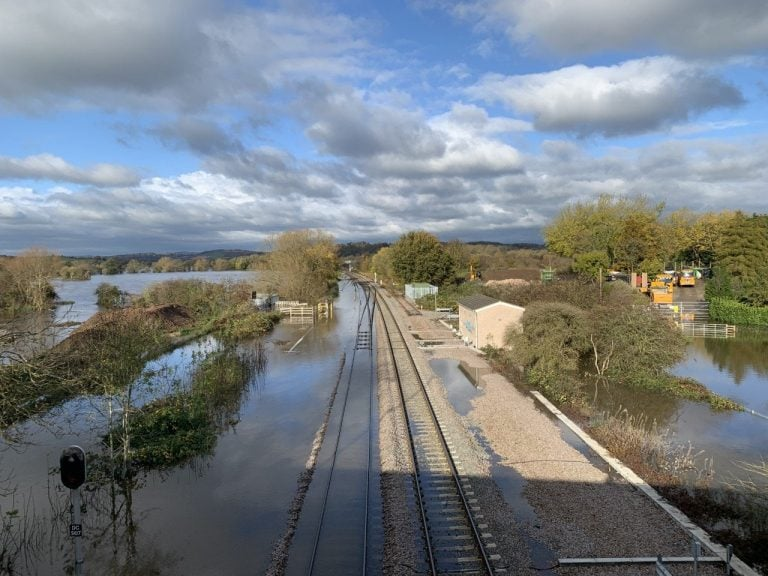 Network Rail bring in water pumping equipment for Nottingham routes ahead of potential flooding