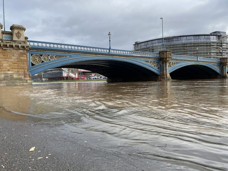 Video and Pictures: The River Trent in Nottingham after the heavy rain – footpaths starting to flood