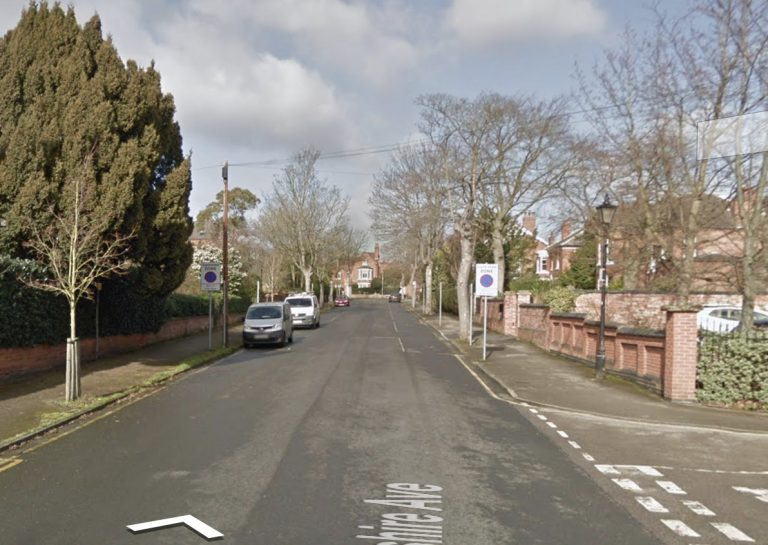 Man threatened with knife in Beeston robbery