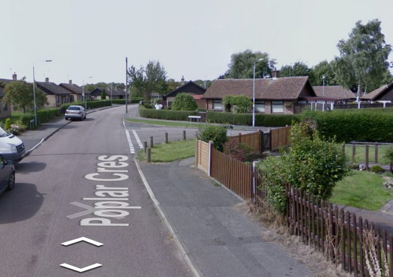 Man hides in bushes and robs two women at knifepoint in Nottingham