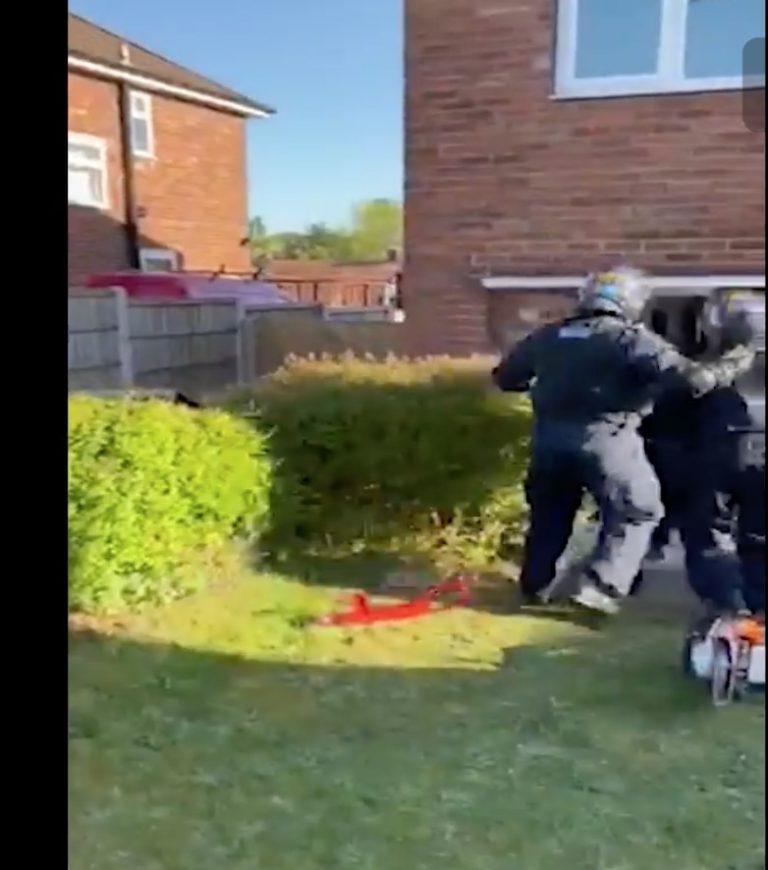 Video shows moment police gain access to Notts home on drugs warrant