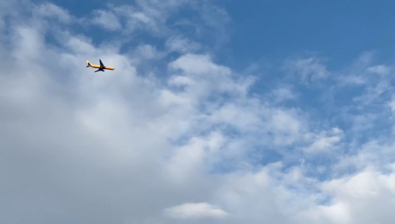 DHL 767 aircraft with engine issue aborts flight and circles over West Bridgford