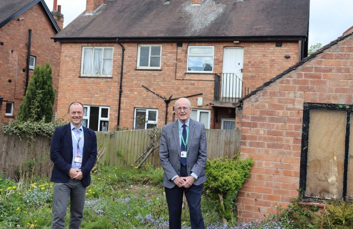 Cabinet Portfolio Holder for Housing and Planning Cllr Roger Upton met with Dr Jon Kirby E.ONs Head of Commercial Services at an empty home in the Borough