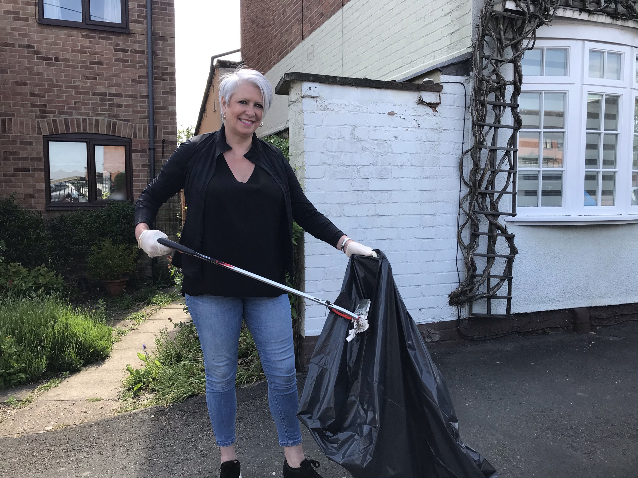 Cllr Abby Brennan further helped sparkle the streets in Bingham