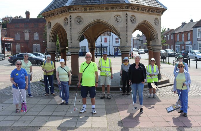 Cllr Abby Brennan joined members of Bingham u3a for their litter pick across the Town