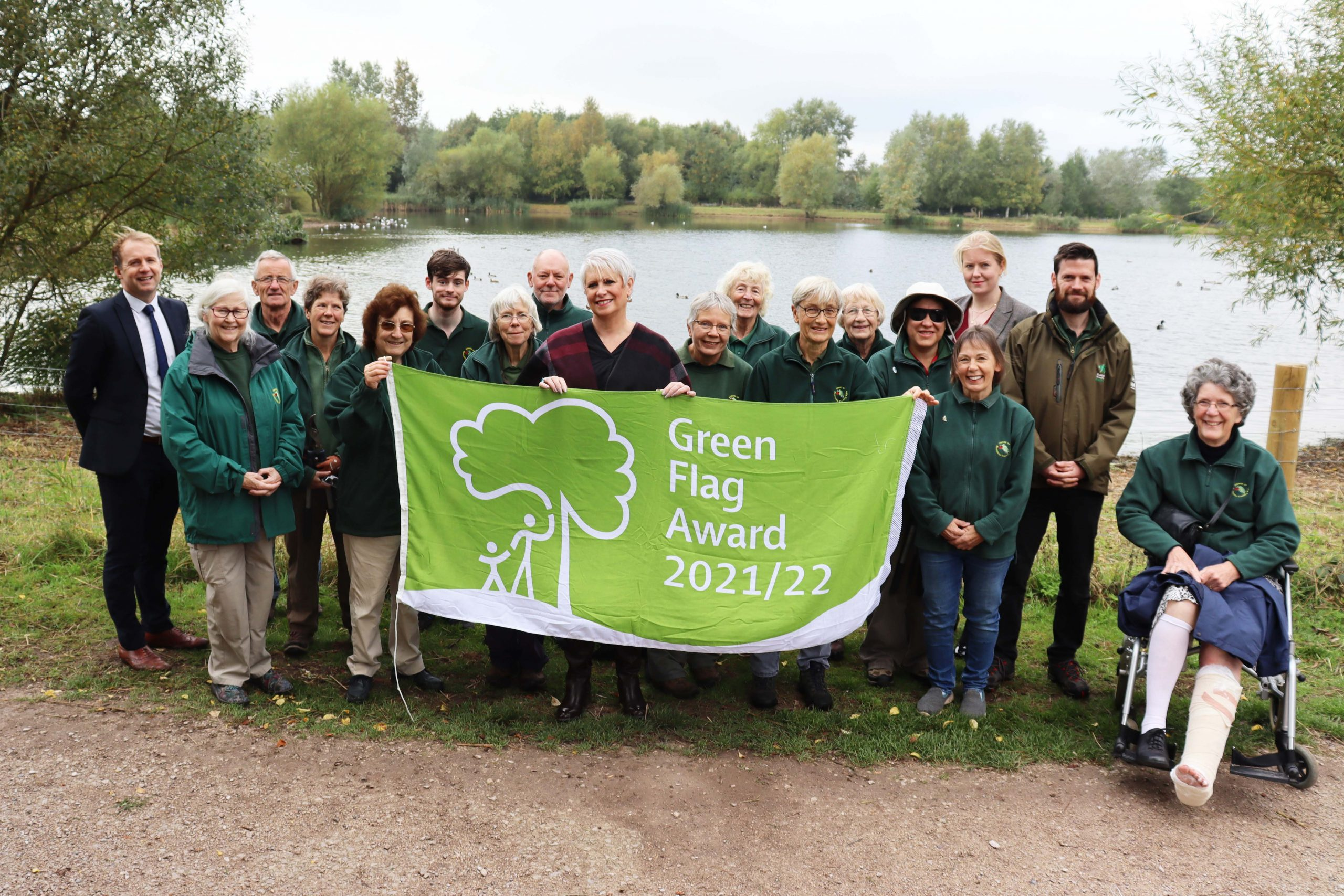 Cllr Abby Brennan joined volunteers and RBC representatives to celebrate the 15th green flag award scaled